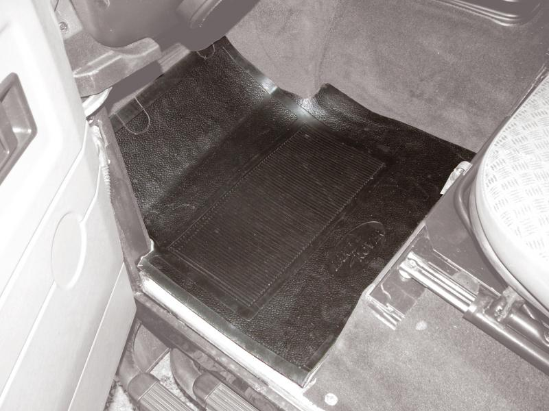 Heavy-duty rubber mat with foam backing - Picture N.1